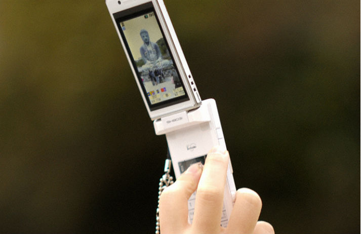 Flip-phones make a comeback in Japan