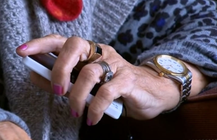 A screen-less phone for the elderly