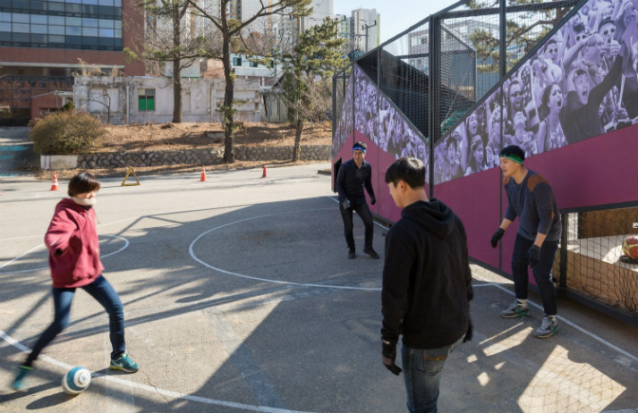 Fold-up Playgrounds for active Urbanites