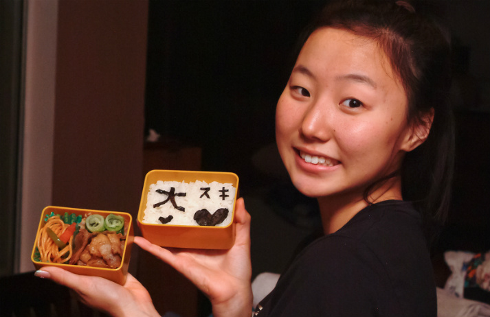 Japanese mothers spend hours making lunch boxes
