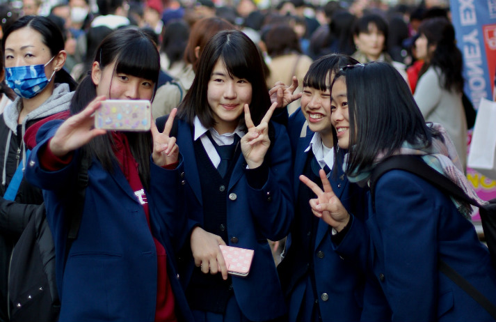 Japanese teens feel ignored by their parents on phones