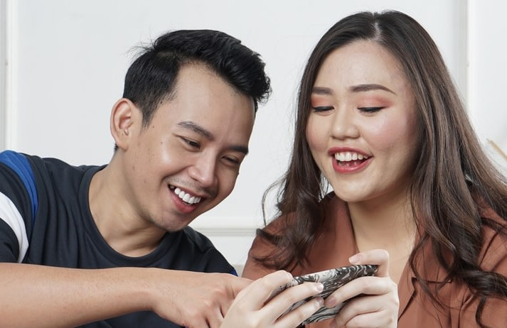 Scheduled dating app gets isolated singletons chatting