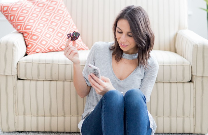 Live streaming personalizes virtual beauty shopping