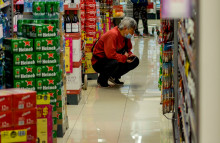 Distrustful Americans fear for future food shortages