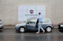 Fiat billboard helps drivers parallel park