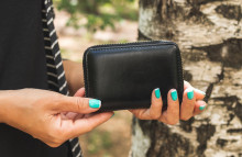 Cashless shoppers could kill off the wallet
