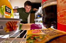 Diet drinkers 'compensate' with junk food